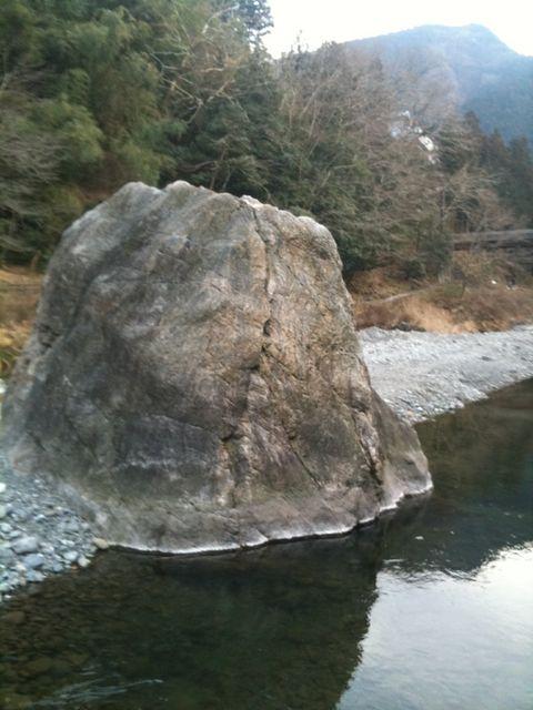 「ボルダリング」は「石ころ登り」です