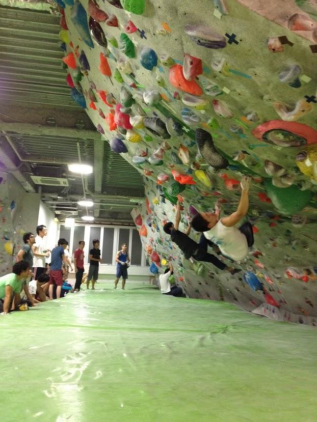 ボルダリングってジム(人工壁)で登ることじゃないの?
