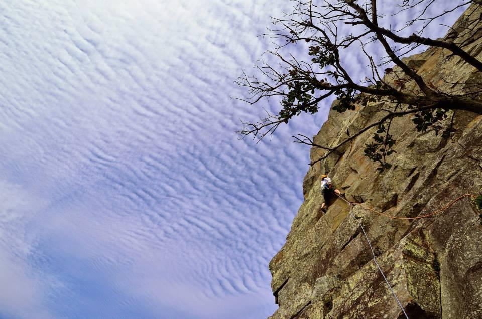 外岩だと、25m以上あるんじゃないの?頂上には登るの?
